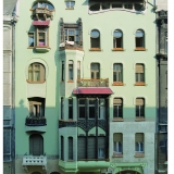 It\'s quite easy to run into remarkable houses like this on the streets of Budapest - Guided City Tour