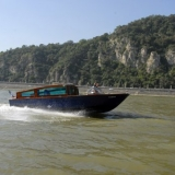 The boat and the Gellért hill - Danube Luxury Limousine Boat